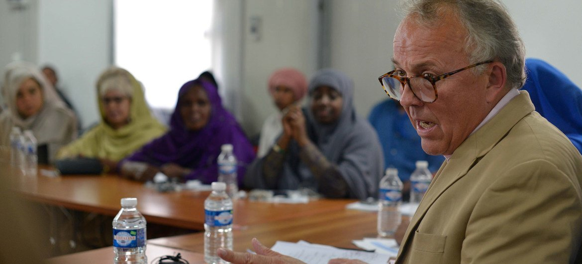 The Special Representative of the UN Secretary-General for Somalia (SRSG), Michael Keating, speaks during a meeting with a section of Somali women leaders on the political participation of women, held in Mogadishu, Somalia on September 5, 2016.