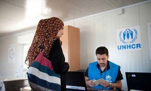 Cash assistance to Internally Displaced Persons in Al NAbek, Rural Damascus. Photo OCHA. Credit UNHCR.