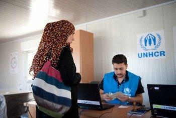 Asistencia en efectivo a los desplazados en Damasco. Foto: OCHA-ACNUR