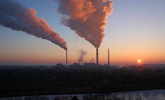 Ученые призывают к 2050 году свести эмиссии парниковых газов к нулю. Иначе удержать повышение температуры на уровне 1,5 градуса не удастся.