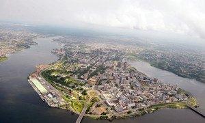 Vue aérienne du quartier du Plateau à Abidjan, en Côte d'Ivoire.