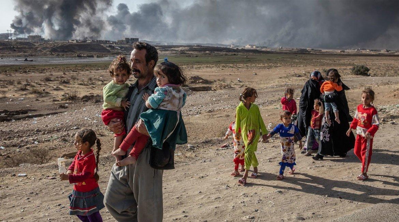 Familias huyendo de la violencia en Mosul. Foto: ACNUR/Ivor Prickett