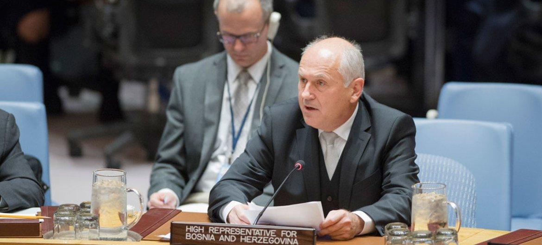 Валентин Инцко Фото из архива ООН/Рик Баджорнас