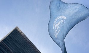 Le drapeau des Nations Unies au siège des Nations Unies à New York (archives),