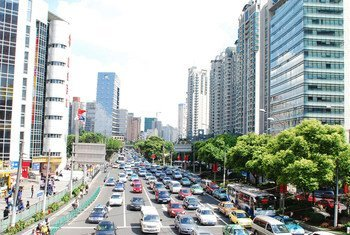 Una calle de Shanghai, China. Foto: ONU Hábitat/Julius Mwelu