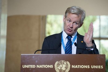 El asesor de la ONU, Jan Egeland,  habla a la prensa en Ginebra. (Archivo) Foto ONU/ Luca Solari
