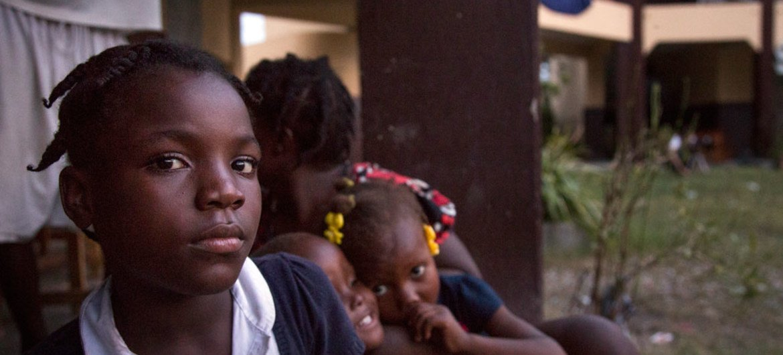 Cerca de 736 milhões de pessoas viviamabaixo da linha de pobreza de US$ 1,90 por dia.