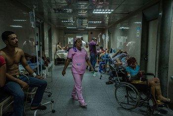 (ARCHIVO) En los hospitales públicos de Venezuela se agotan la mayoría de las medicinas y el material médico necesario.