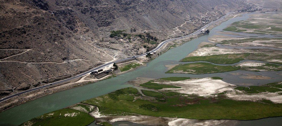 نهر لاغمان، أحد الطرق المائية العديدة في أفغانستان، يعد ضروريا للزراعة والتنمية الأخرى في المقاطعات الريفية شرقي البلاد.