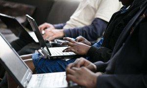 互联网正在发挥越来越重要和不可替代的作用。图片提供:国际电信联盟/G. Anderson