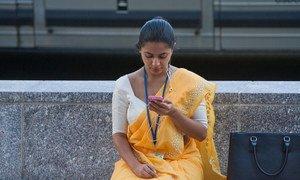 A young woman checking her smartphone, Washington DC. , USA. Photo: World Bank/Simone D. McCourtie