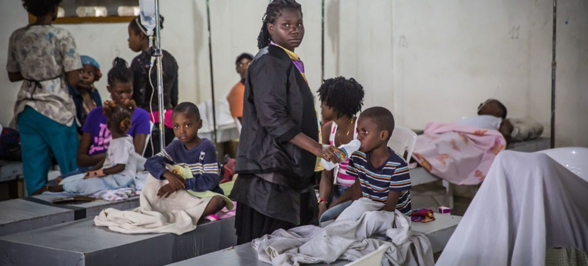 Cholera patients receive treatment at a centre in Cap-Haïtien in Haiti (File Photo): UNICEF/Maxence Bradley