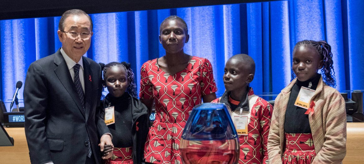 Secretary-General Ban Ki-moon (left) with Rebecca Awiti, a Kenyan mother living with HIV who has three children – all of them HIV negative, at a UNAIDS special event commemorating World AIDS Day 2016.