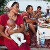 Фермерская семья в Кыргызстане - несколько поколений за одним столом.