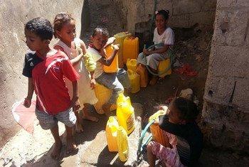 Tras casi 20 meses de conflicto en Yemen, la escasez de comida y medicinas ponen a millones de personas al borde de la hambruna. Foto: OMS  Yemen