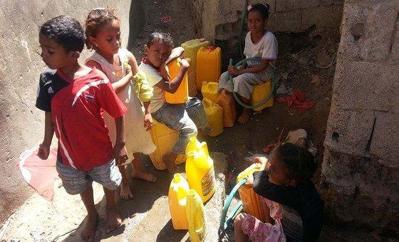 O Fundo das Nações Unidas para a Infância, Unicef, diz que 2 milhões de crianças estão fora da escola.