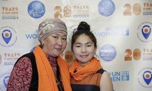 17-летняя Айтурган Джолдошбекова из Кыргызстана участвует в движении по прекращению насилия против женщин.