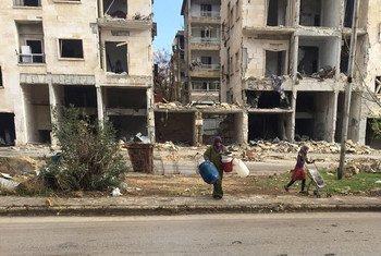 Le HCR et d'autres agences humanitaires fournissent une assistance aux civils déplacés à Alep, en Syrie. Photo HCR