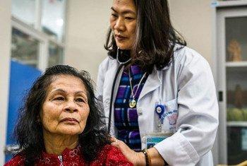La couverture santé universelle repose sur des soins de santé primaires solides et des services conçus autour des besoins des personnes et des communautés.