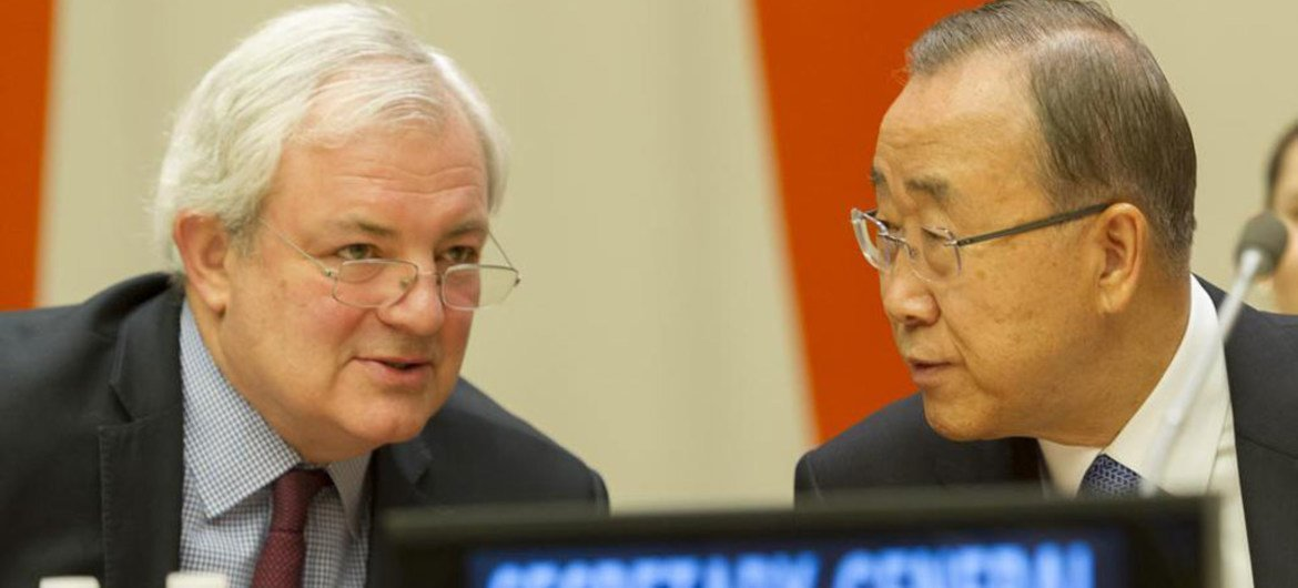 Secretary-General Ban Ki-moon (right) and UN Emergency Relief Coordinator Stephen O'Brien at the high-level pledging conference on the Central Emergency Response Fund (CERF).