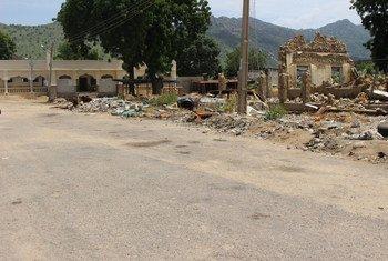 La ville de Gwoza, dans l'Etat de Borno, dans le nord-est du Nigéria, a été rasée durant le conflit avec Boko Haram. La tâche à venir est de reconstruire les infrastructures de base, les hôpitaux, les écoles, l'alimentation en eau et les dispositifs sanitaires, et des refuges qui demandent un financement.