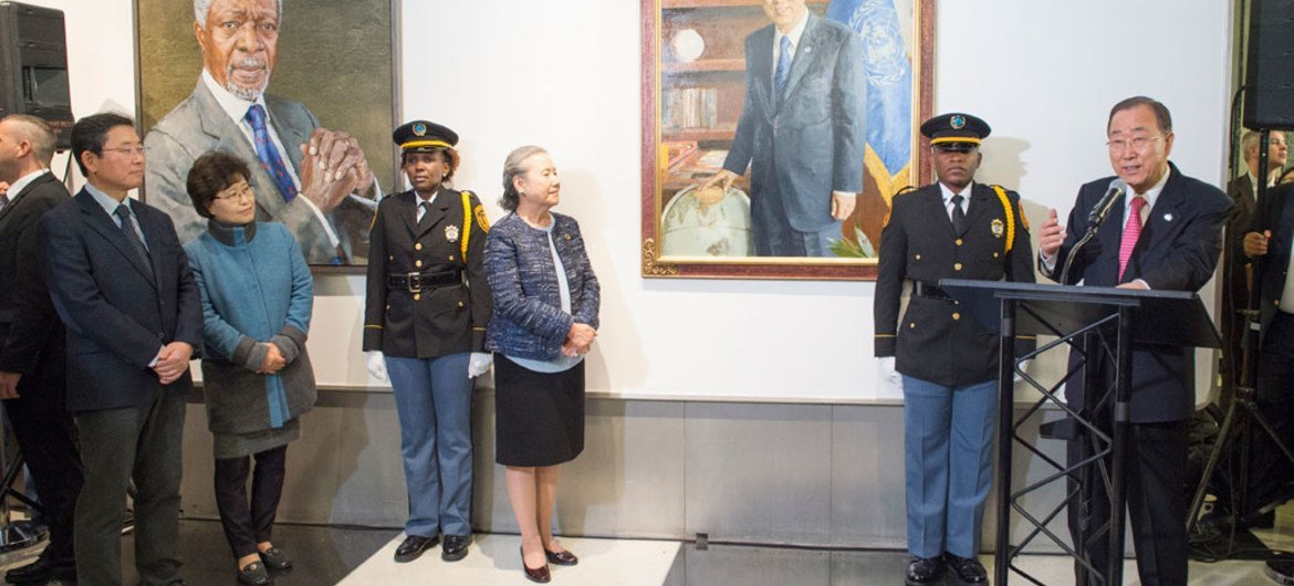 Secretary-General Ban Ki-moon (right) speaks at a ceremony to unveil his official portrait, as his tenure draws to a close at the end of the year.
