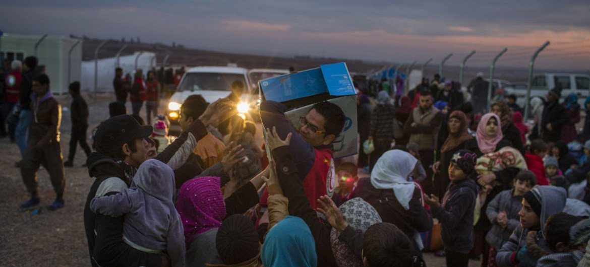 Hundreds of people arrived at the Khazer 2 camp for displaced Iraqis after fleeing fighting in eastern districts of Mosul, December 2016.