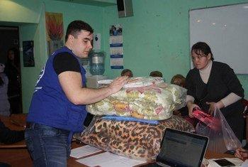 Un centre de distribution d'aide en Ukraine. le pays a connu une hausse dramatique du nombre de personnes ayant besoin d'aide humanitaire en 2016 en raison du conflit en cours.