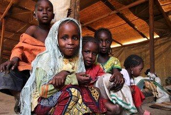 Des enfants réfugiés originaires de la République centrafricaine dans un camp de transit à Gara Boulai, dans l'est du Cameroun.