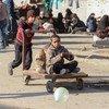 Дети играют на улицах сирийского Алеппо. С 2011 года в стране идет война