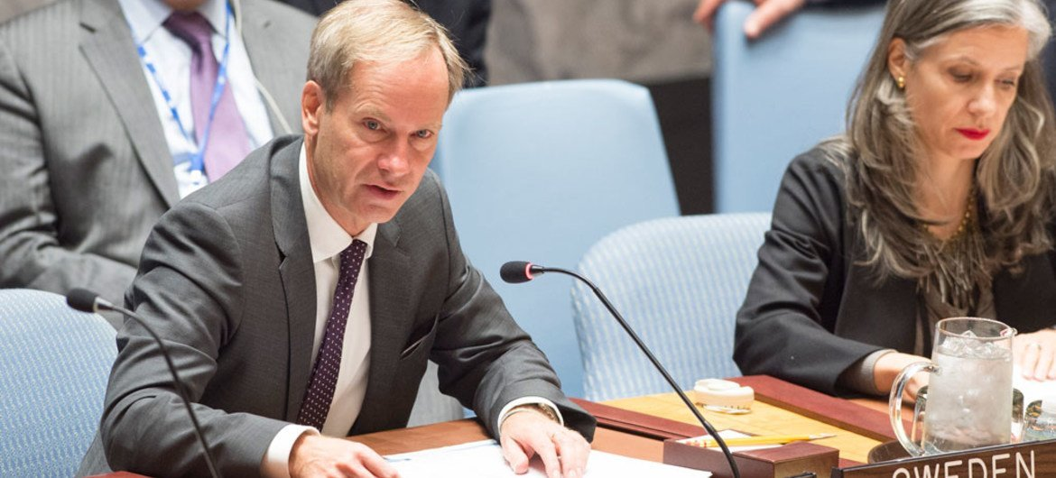 President of the Security Council for January Olof Skoog (left), reads a Council presidential statement on the situation concerning the Democratic Republic of the Congo.