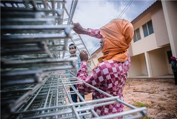 Migrant workers, like these in northern Thailand, often work in high-risk sectors, such as construction. The ILO works to strengthen national occupational safety and health systems to improve protection of migrant workers.