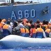 Migrantes y refugiados rescatados en el Mediterráneo, cerca de las costas de Sicilia, Italia.