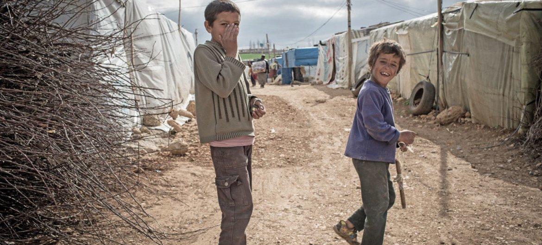 Niños sirios refugiados en un asentamiento en el valle de Bekaa, en Líbano. Foto: UNICEF/Halidorsson