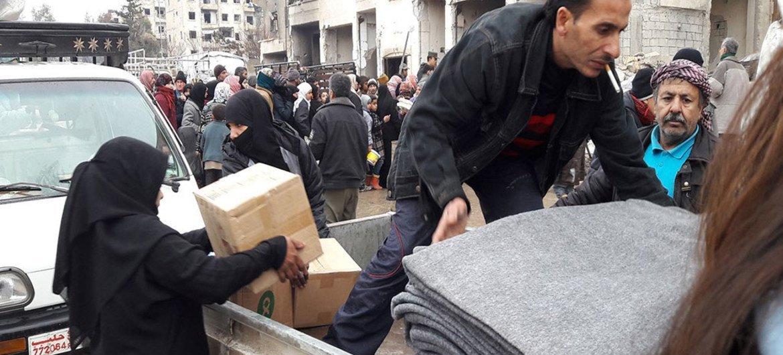 Les Nations Unies et ses partenaires aident les personnes déplacées de l'est d'Alep, en Syrie.
