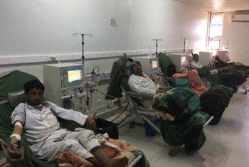مرضى غسيل الكلى في مستشفى ذمار العام في اليمن. المصدر: مكتب تنسيق الشؤون الإنسانية اليمن