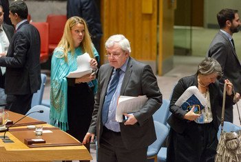 Stephen O'Brien (centre), Under-Secretary-General for Humanitarian Affairs and Emergency Relief Coordinator, arrives in the Security Council Chamber to brief the Council on the humanitarian situation in Syria.