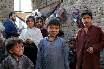 Enfants chez eux à Jalalabad, en Afghanistan.