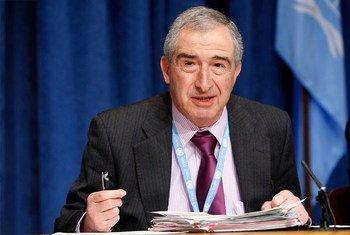奈杰尔·罗德利爵士生前作为联合国人权事务委员会副主席于2010年10月在纽约总部举行记者会。联合国图片/Paulo Filgueiras