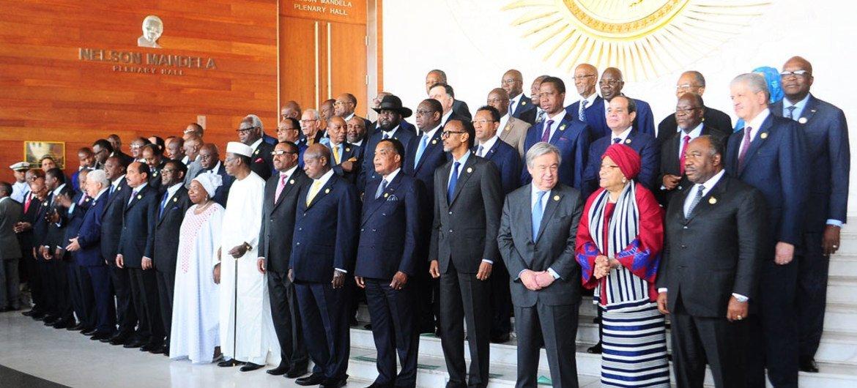 من الأرشيف: الأمين العام أنطونيو غوتيريش (يمين في الصف الأمامي) في صورة جماعية مع قادة الاتحاد الأفريقي في افتتاح قمتهم في أديس أبابا، إثيوبيا. المصدر: الأمم المتحدة / أنطونيو فيورينتى