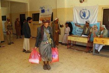 Йеменцы получают помощь ВПП. Фото ВПП/Фарес Хоалед