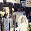 Niña vestida de novia en una marcha contra el matrimonio infantil y la violencia de género.