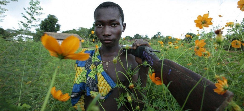 Un niño soldado en la República Centroafricana. UNICEF/ Pierre Holtz