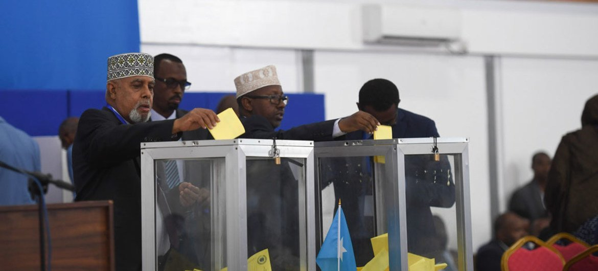 Members of Parliament in Somalia cast their ballots at the Mogadishu Airport hangar during the first round of voting in the presidential election. 8 February 2017.