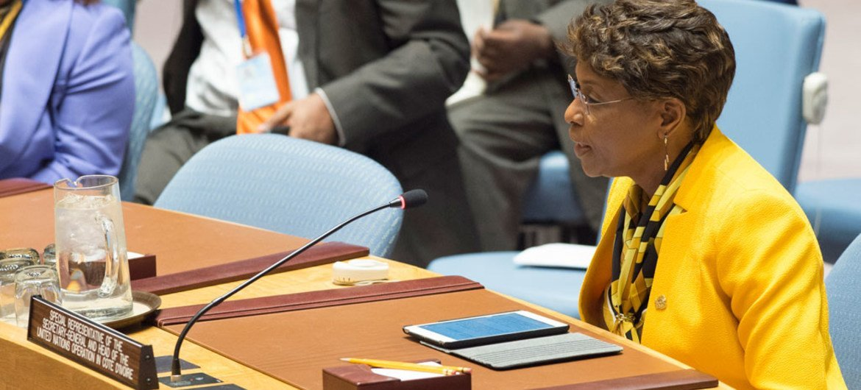 La Représentante spéciale pour la Côte d'Ivoire Aïchatou Mindaoudou devant le Conseil de sécurité en février 2017. Photo ONU/Eskinder Debebe