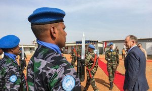 Special Representative and head of the UN Mission in South Sudan (UNMISS), David Shearer (right), makes his first field trip to the town of Malakal, since taking up his post a month ago.