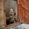 Дети, живущие в зоне конфликта на вотоке Украины, вынуждены прятаться в подвалах от обстрелов Фото ЮНИСЕФ/Павел Змей