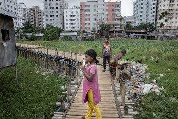 Maisha ya kila siku ya wakazi wa maeneo duni kama hawa Sujat Nagar mjini Dhaka, Banghladesh