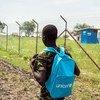 Un ex niño soldado en Sudán del Sur se dirige a la escuela. Foto: UNICEF/Ohanesian