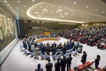 Le Conseil de sécurité observe une minute de silence en hommage à Vitaly Churkin, Représentant permanent de la Russie auprès des Nations Unies, décédé le 20 février 2016. Photo ONU/Rick Bajornas